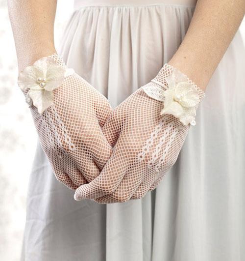 Găng tay ren tinh tế, thanh lịch cho cô dâu